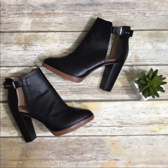 6a5984bbdd0 H M Shoes - H M Black Ankle Boots with Buckle and Chunky Heel